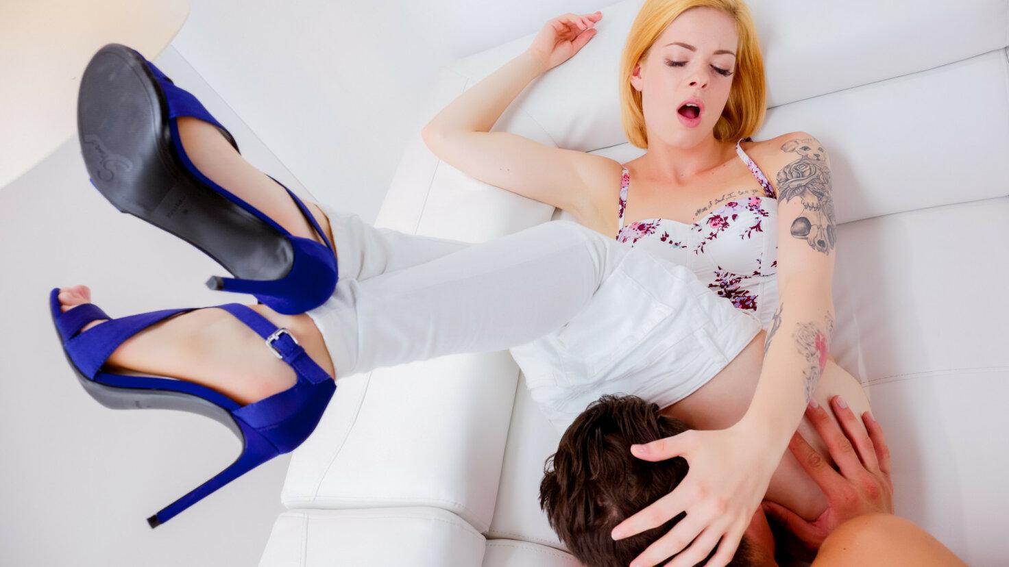Leidenschaftlicher Sex mit einem wundervollen blonden Luder Alecia Fox