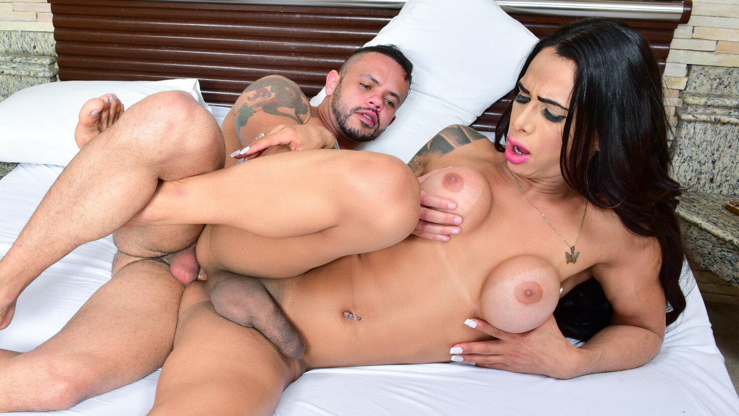 Anal & blowjob w/ Brazilian shemale Rosy Pinheiro