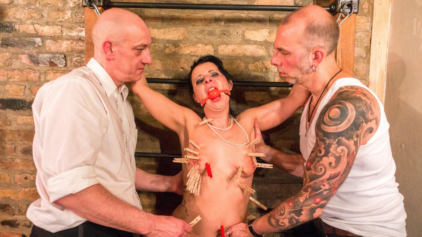 SM BUDDIES - Submissive MILF