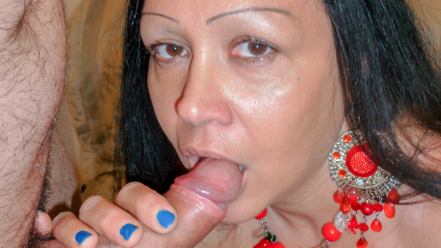 Mature Italian lady eats cum in raunchy amateur hard fuck