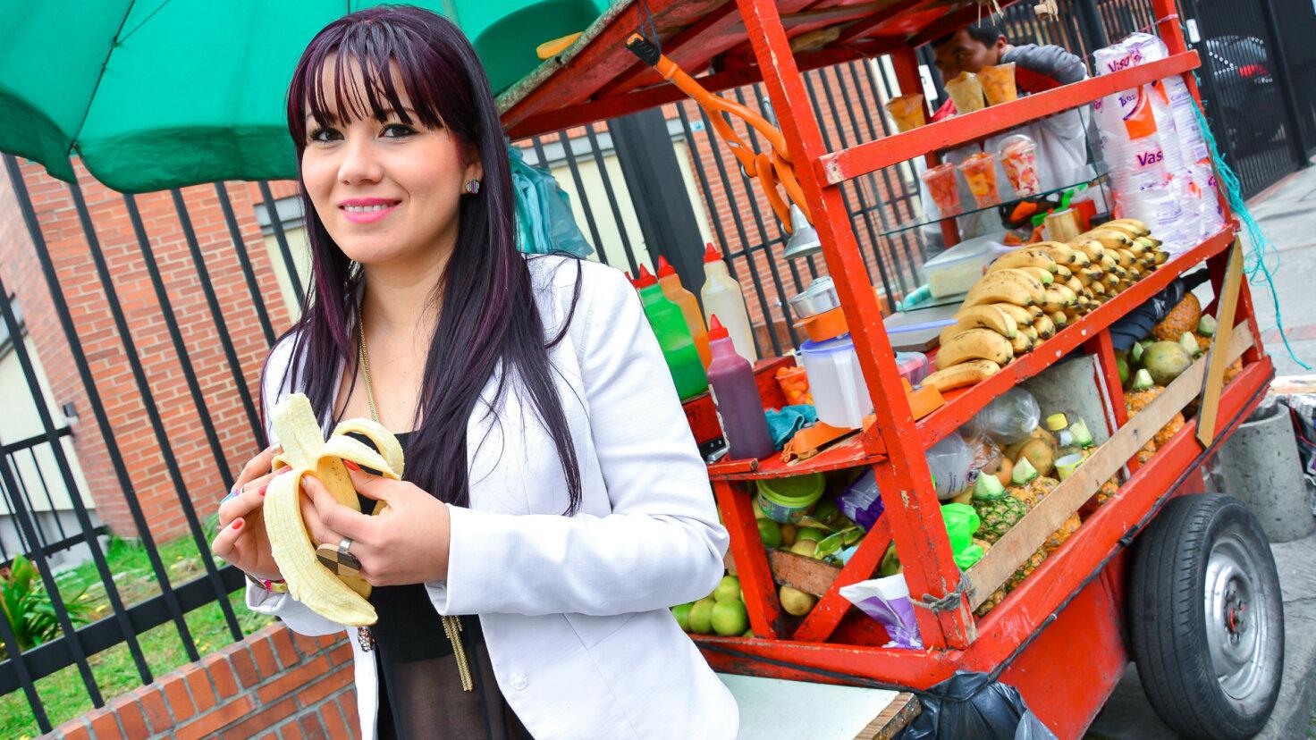 Superbe et torride ado colombienne Juanita Chia se fait défoncer sa chatte
