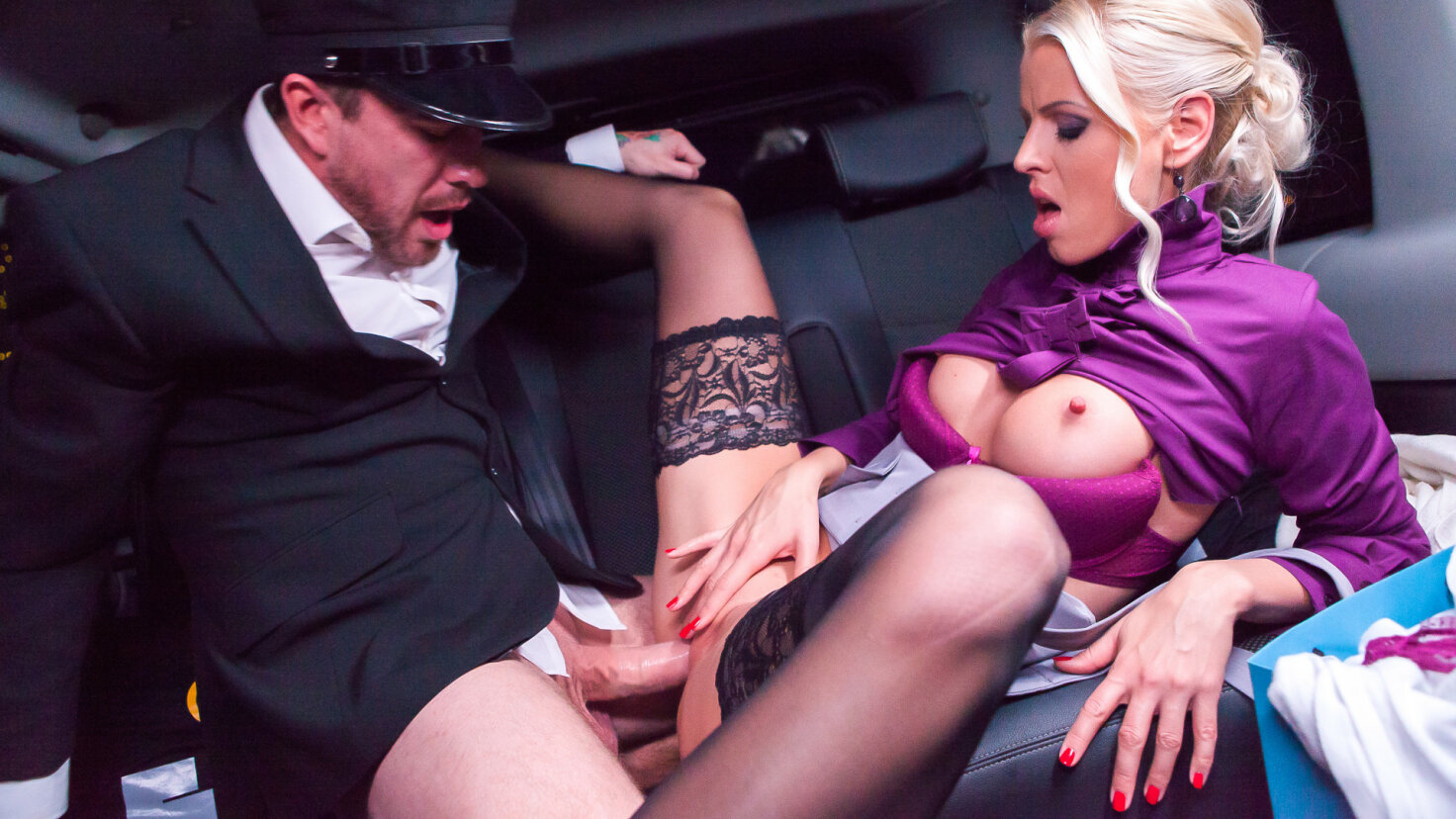 Swedish babe Lynna Nilsson fucks in the backseat of the car on Christmas