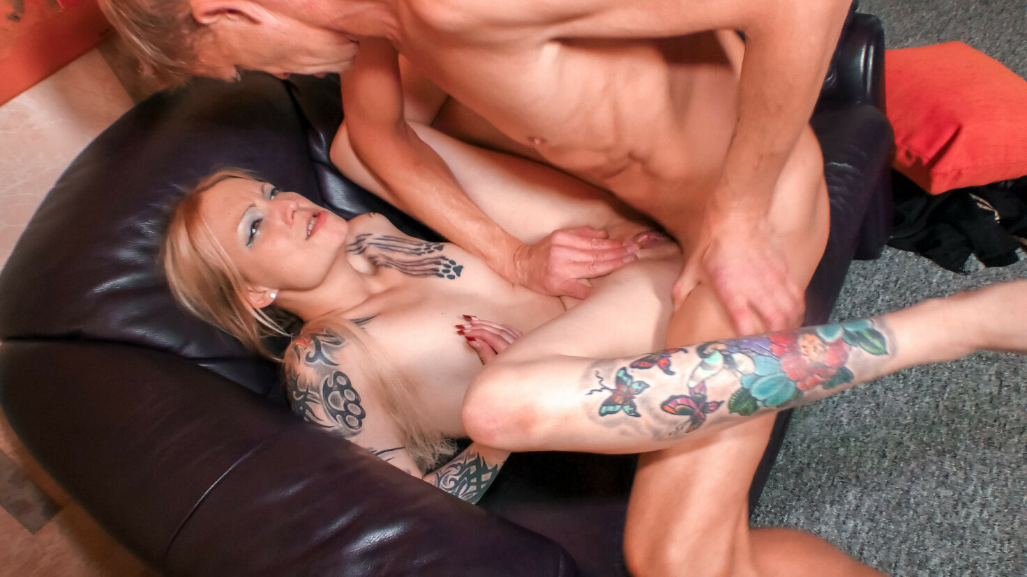 Tattooed German blonde in her 40s sucks a cock outdoors, gets fingered