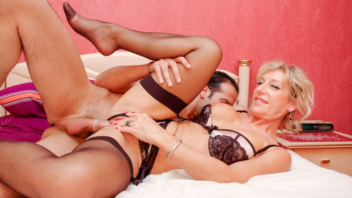 Hot blonde French MILF amateur gets cum covered in steamy rough fuck