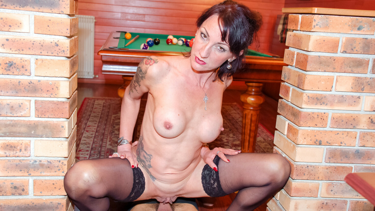 Pool game turns into anal session with mature French gal Lyna Cypher