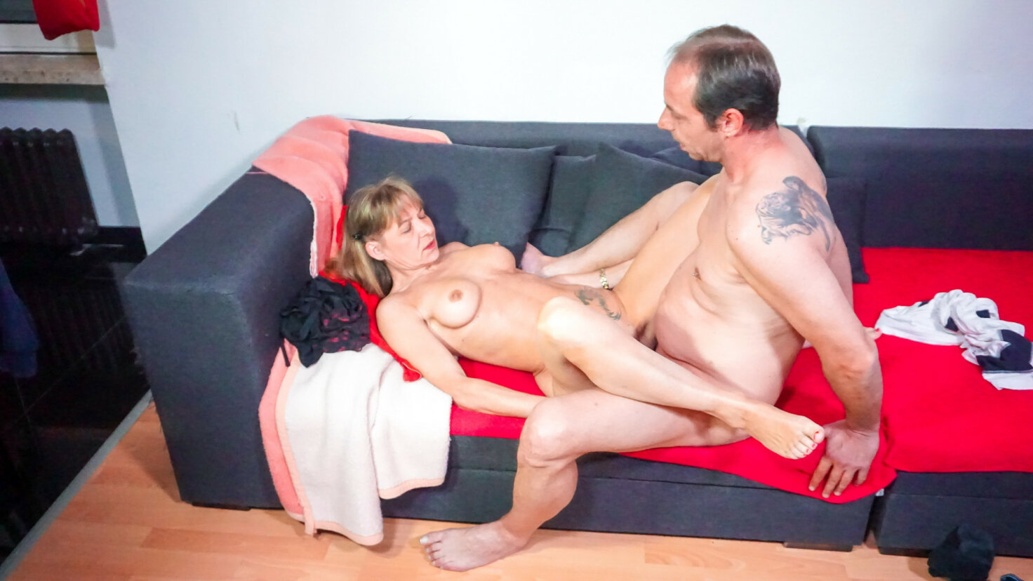 Naughty German mature housewife enjoys hardcore fuck and eats cum