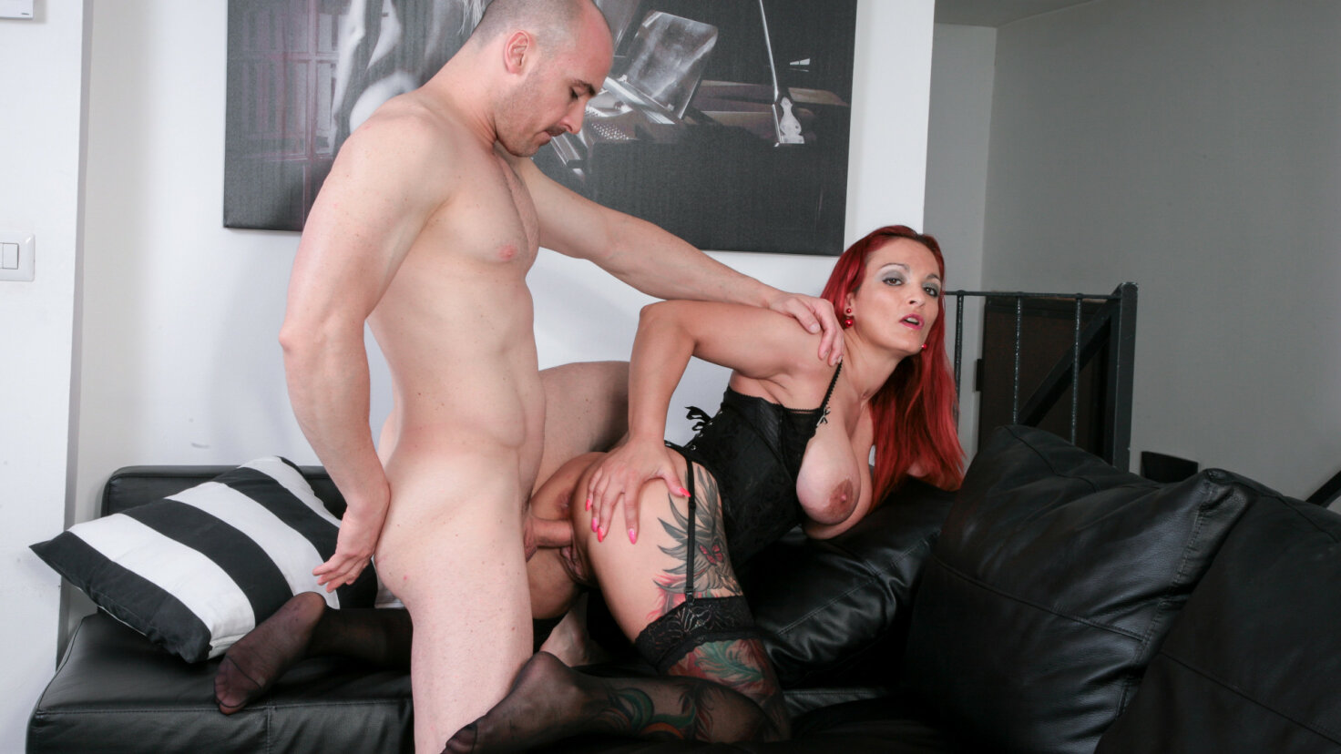 Tattooed mature Italian amateur gets facial after hot pussy and ass fuck