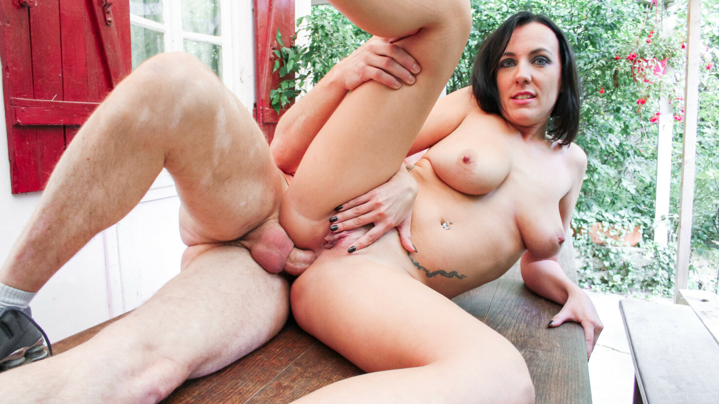 Intense fuck outdoors teaches French newbie to take a dick deep in her ass