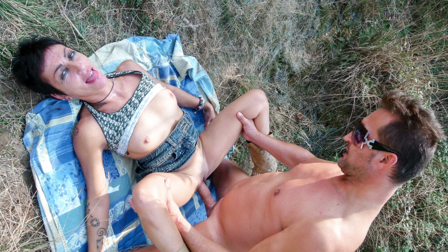 Cum in mouth for short black-haired Italian after mature amateur public sex