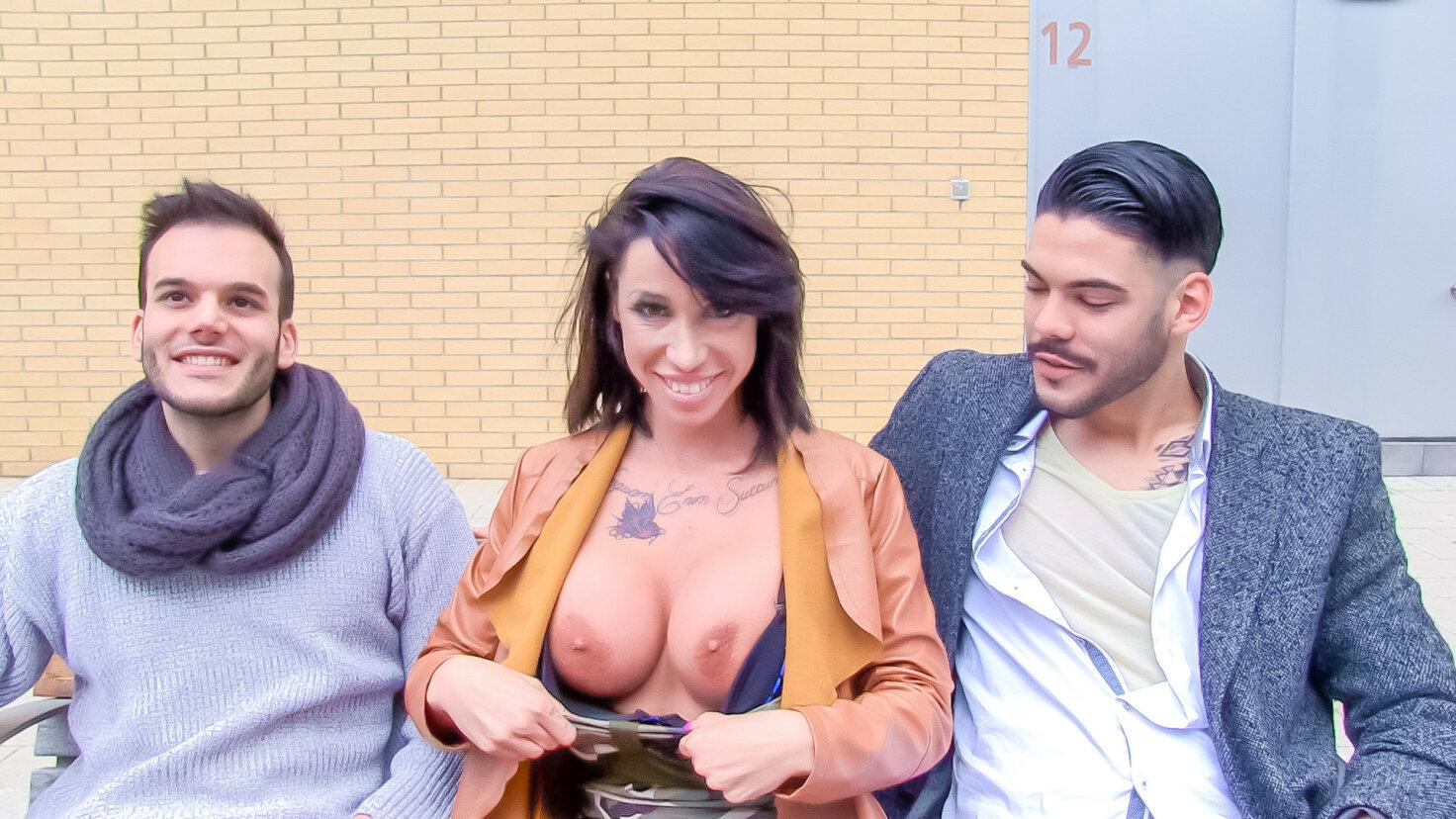 Suhaila Hard, une superbe latine brune se tape un homme ramené chez elle