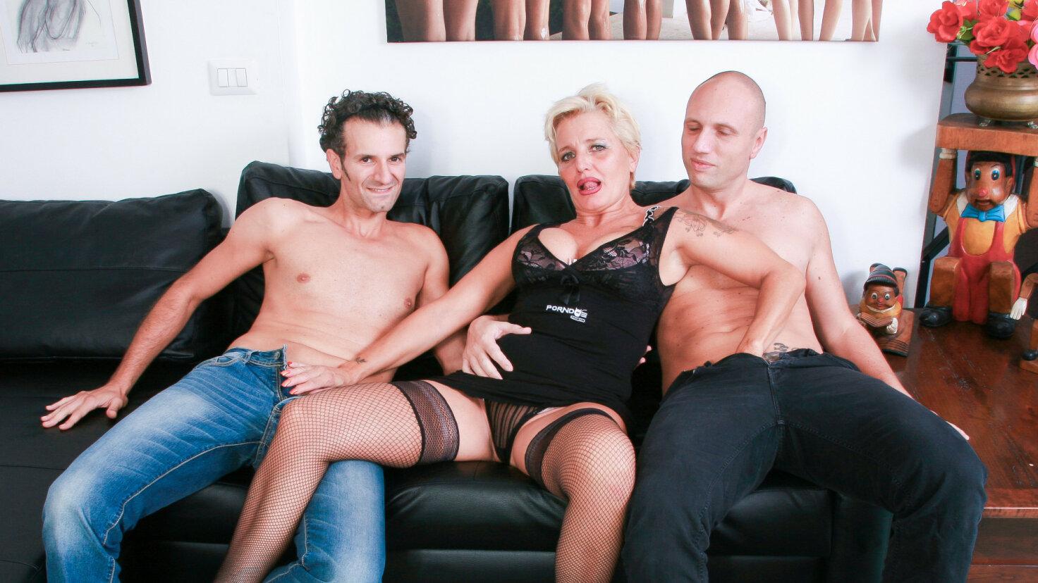 Wild mature Italian swinger gets DP in hardcore FFM threesome