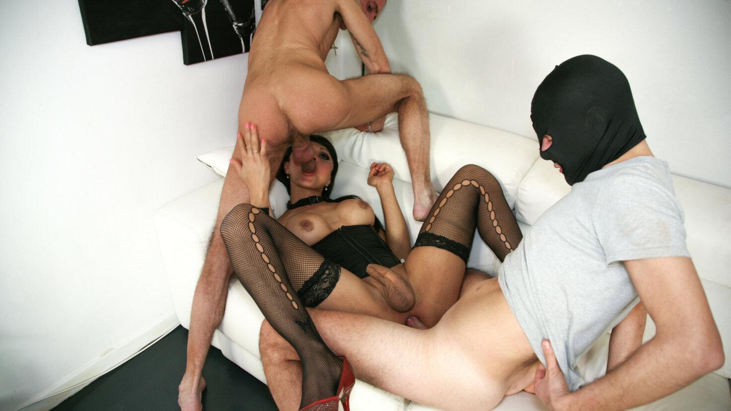 Hot Latina tranny Fabian Feitosa gets two hard cocks in wild threesome