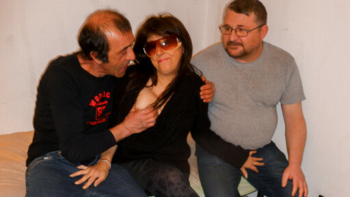 Mature Italian amateur enjoys two cumloads in naughty MMF threesome