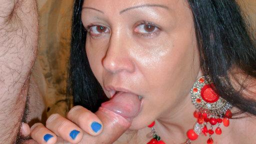 Mature Italian lady eats cum in raunchy amateur hard fuck