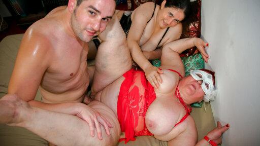 Amateur Italian BBW Martina B. and Moana enjoy threesome swinger action