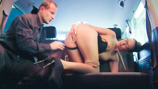 George Uhl le chauffeur en chaleur baise avec Samantha Joons