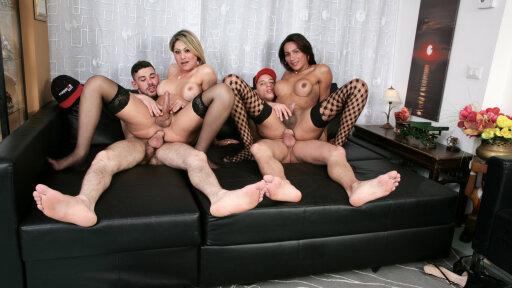 Un cuarteto con las transexuales Leticia Castro y Lorrane Capistrano
