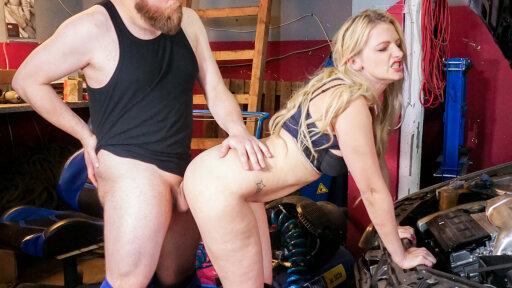 Sexo entre maduros con la alemana Mika Olsson debutando en un vídeo sexual