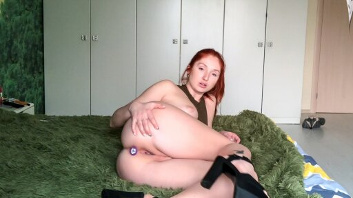Gorgeous redhead enjoys herself in a solo scene