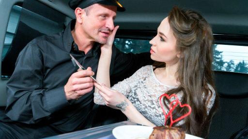 Schnitzel und Blowjob Tag - Scharfe Russin Angel Rush im Auto durchgefickt